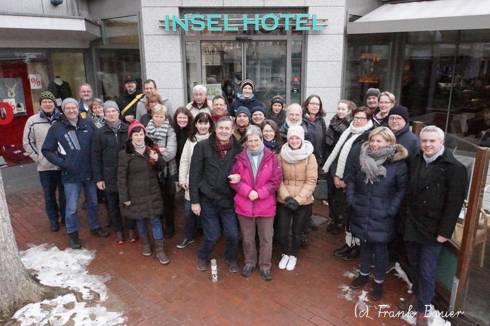 Gruppenbild vor dem Inselhotel
