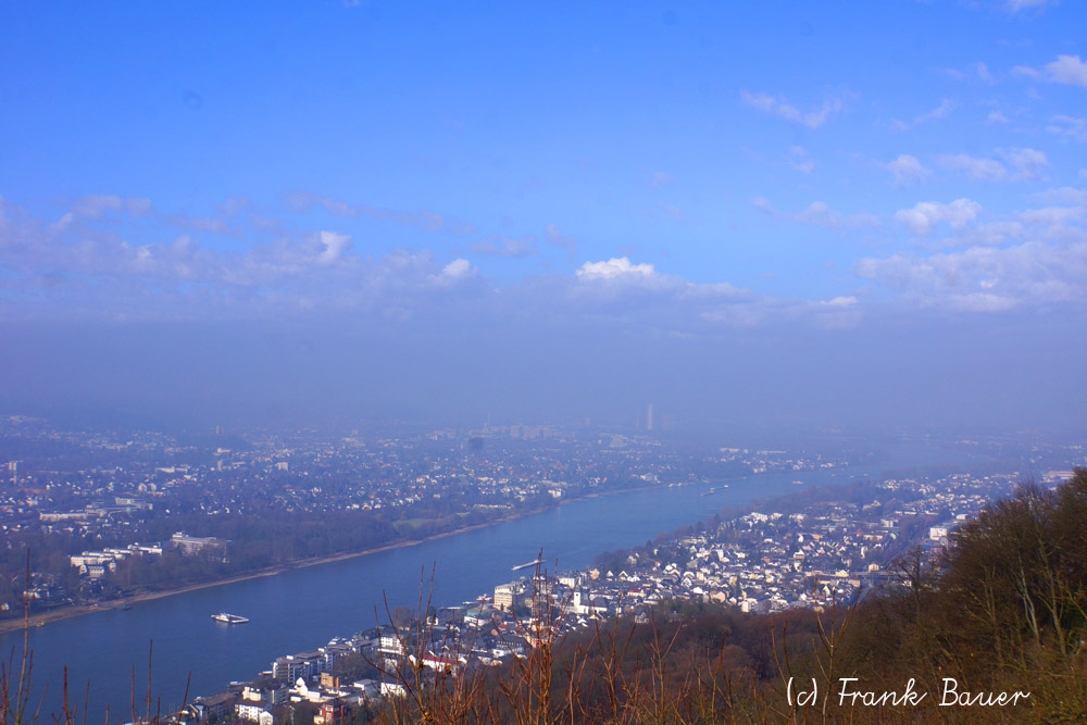 Blick vom Drachenfels Rheinabwärts nach Bonn